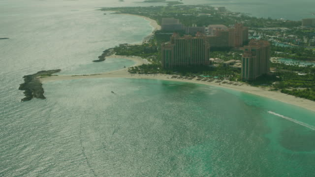 stockvideo's en b-roll-footage met bahamas: atlantis royal towers - bahama's