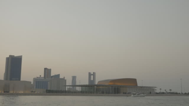 bahrain national museum and theatre complex. view of the postmodernist national theatre building and the national museum from the sea. - ペルシャ湾点の映像素材/bロール