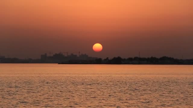 vídeos de stock, filmes e b-roll de bahraini men look at the sky to spot the first crescent of the moon marking the start of the muslim holy month of ramadan on a shore of sitrah island... - mês
