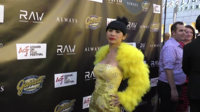 vídeos de stock, filmes e b-roll de bai ling arriving to the premiere of always at arclight theater in hollywood celebrity sightings on aug 27 2015 in los angeles california - bai ling