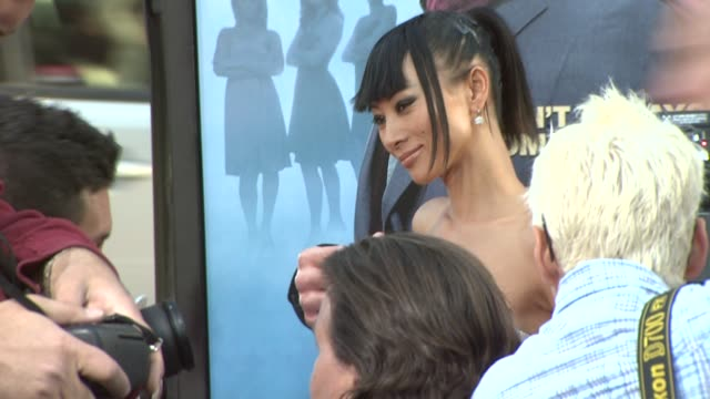 vídeos de stock, filmes e b-roll de bai ling at the 'ghosts of girlfriends past' premiere at hollywood ca. - bai ling