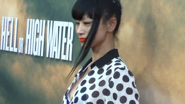 vídeos de stock, filmes e b-roll de bai ling at the los angeles red carpet screening of hell or high water at arclight theatre in hollywood in celebrity sightings in los angeles, - bai ling