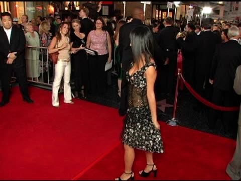 vídeos de stock, filmes e b-roll de bai ling at the opening night of 'the ten commandments' at the kodak theatre in hollywood, california on september 27, 2004. - bai ling