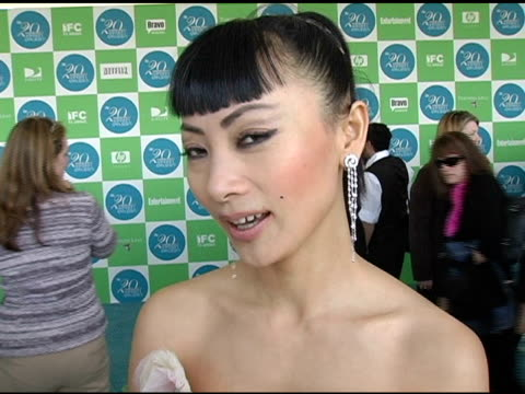 vídeos de stock, filmes e b-roll de bai ling on loving japan the good weather and being an independent film festival judge at the 20th annual independent spirit awards arrivals and... - bai ling