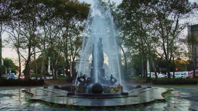 vidéos et rushes de bailey fountain, brooklyn - fontaine