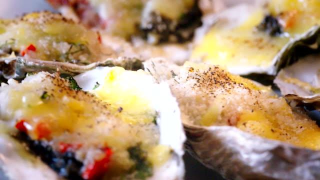 baked oyster rockefeller - cibo cotto video stock e b–roll