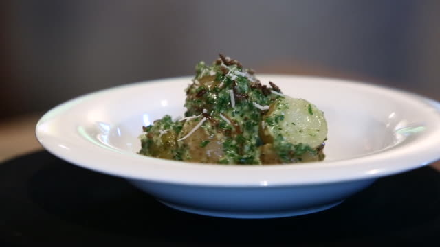 baked potato seasoned with brown mealworm sauce - baked potato stock videos & royalty-free footage