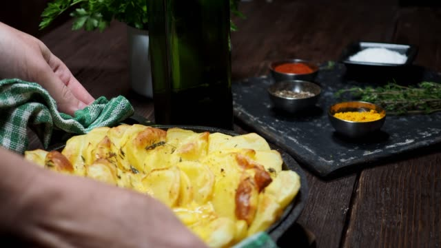baked potato - baked potato stock videos & royalty-free footage
