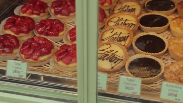 bakers shop window, montmartre, paris, france, europe - french bakery stock videos & royalty-free footage