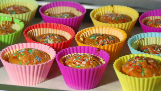 baking cupcakes in the oven, 4k time lapse - cupcake stock videos & royalty-free footage
