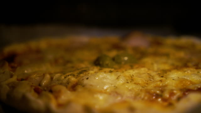 ベーキングピザ - cheese点の映像素材/bロール