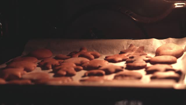 baking tray with gingerbread cookies in the oven - baking tray stock videos & royalty-free footage