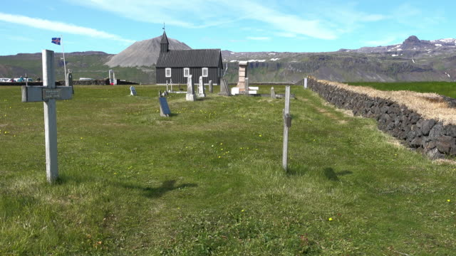 Búðakirkja, Black wooden Church and graveyard