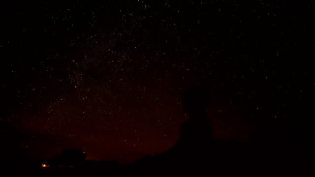 balanced rock bei nacht - moab utah stock-videos und b-roll-filmmaterial