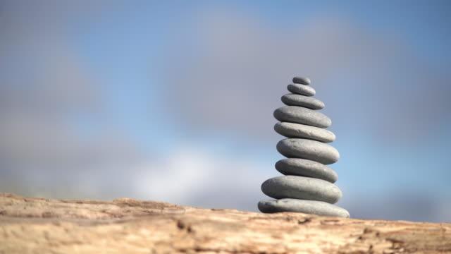vidéos et rushes de équilibrer les roches. - sans mise au point and équilibre