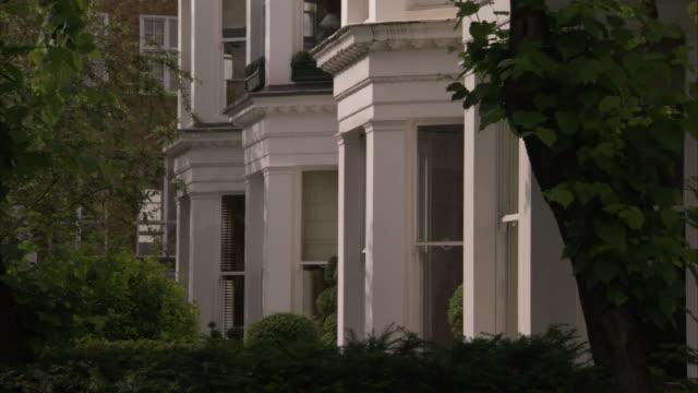 vídeos de stock, filmes e b-roll de balconies cap bay windows of a flat in little venice england. available in hd. - janela saliente