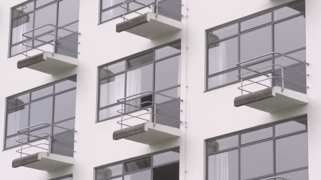 "balconies of the so called ""prellerhaus"" / studiobuilding - hergestellter gegenstand stock-videos und b-roll-filmmaterial"