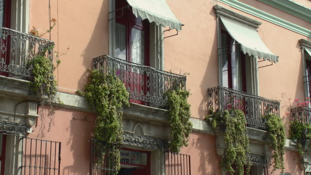 stockvideo's en b-roll-footage met ms balconies with plants and awnings / oaxaca, mexico - tuindeur