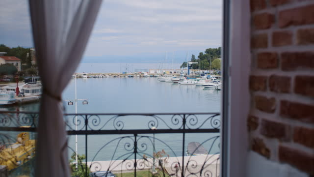 ws balcony with beautiful view of the marina - vista marina stock videos & royalty-free footage