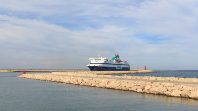 Balearia ferry arriving from Ibiza to Denia - Time lapse