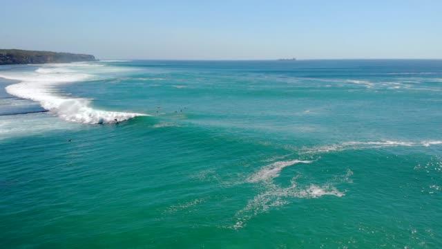 Bali Surf Zone Surfer auf einer Welle