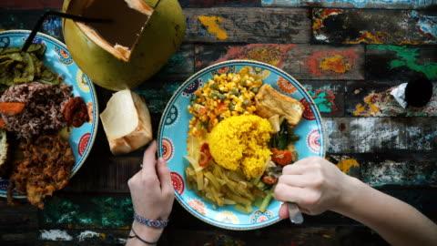 stockvideo's en b-roll-footage met balinese eten en kokos op kleurrijke tafel - bali