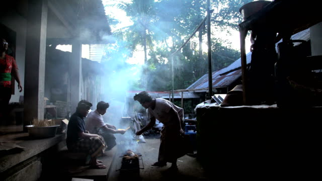 balinese oriental outdoor village cooking on open fire - 熱帯気候点の映像素材/bロール