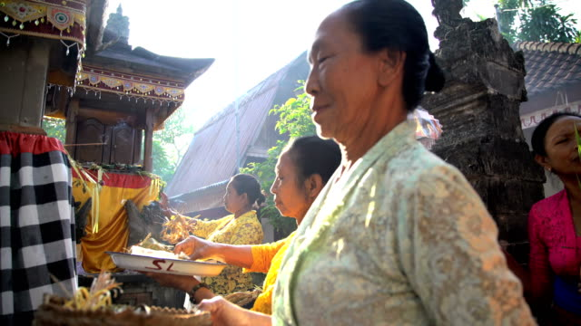 balinese traditional wedding ceremony gift offerings by females - traditionelle kleidung stock-videos und b-roll-filmmaterial