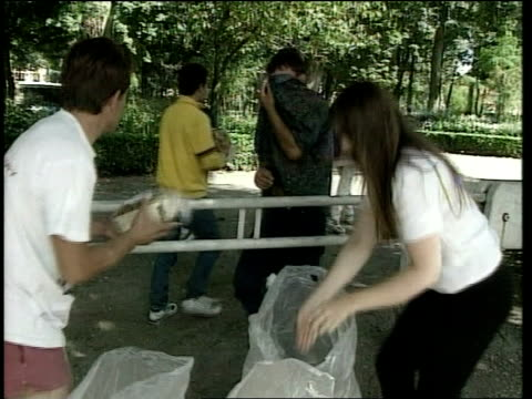 balkan refugee tension itn ex c5 calais french aid workers handing out bread to kosovan refugees order ref bsp160899002 - calais stock videos and b-roll footage