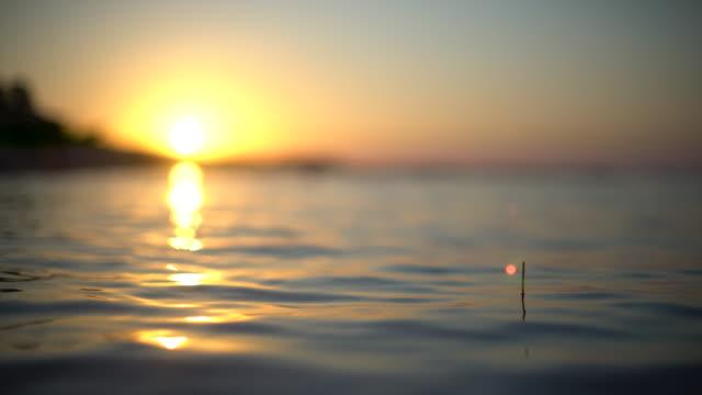 vídeos y material grabado en eventos de stock de martillo de bola y la puesta del sol - caña de pescar