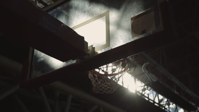 vídeos de stock e filmes b-roll de ball flies and gets into basket at sunset light slow motion stock video - quadra desportiva