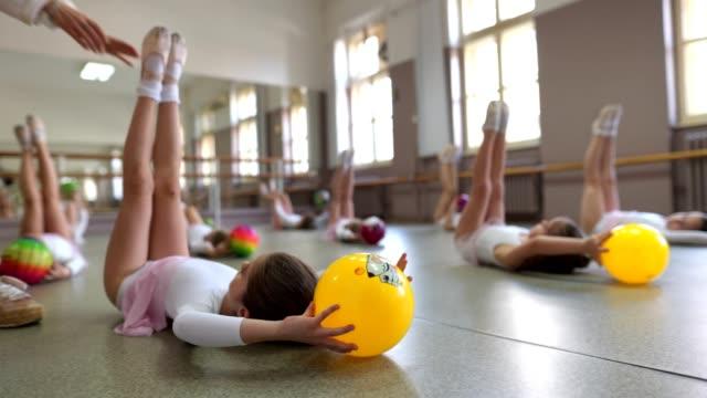 vídeos y material grabado en eventos de stock de ejercicios de estiramiento de bolas - ballet shoe