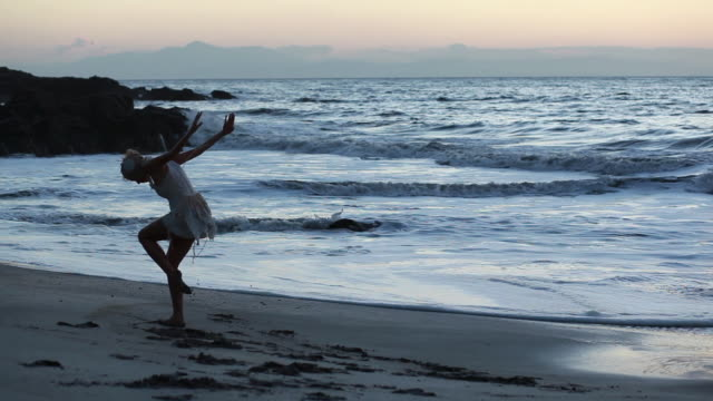 ms ballerina dancer in white swan costume dancing on beach beside ocean at sun rises / montezuma, nicoya peninsula, costa rica - kelly mason videos stock videos & royalty-free footage