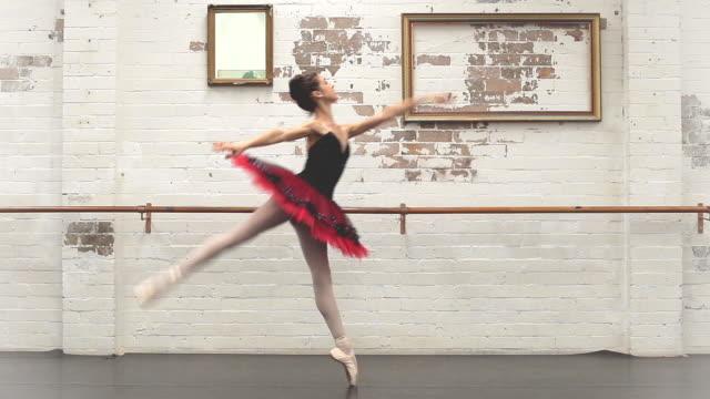 vídeos de stock, filmes e b-roll de ballerina dances from left to right - ballerina