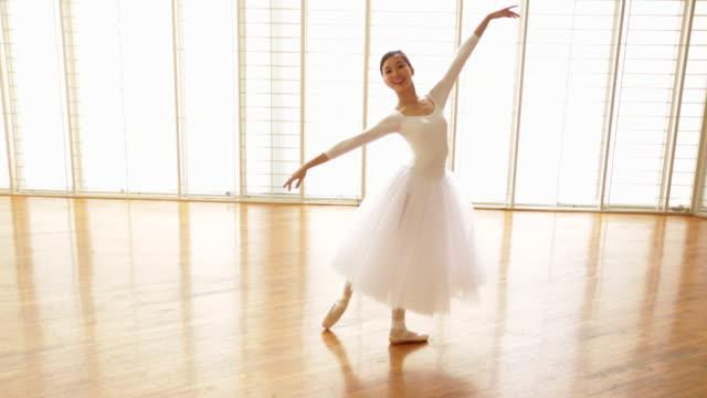 ws ballerina dancing en pointe. - en pointe stock videos and b-roll footage