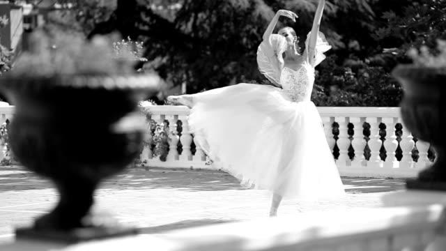 ballerina tanzen in die old park - charmant stock-videos und b-roll-filmmaterial