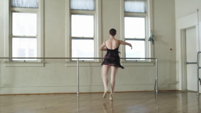 ballerina twirling across the floor - endast en tonårsflicka bildbanksvideor och videomaterial från bakom kulisserna