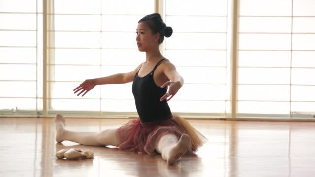 ws ballerina warming up in dance studio. - ballet dancer stock videos & royalty-free footage