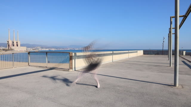 stockvideo's en b-roll-footage met ballerina with tutu dancing in minimal architecture with photographic effect. - tutu