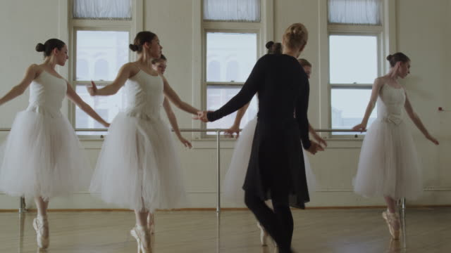 vidéos et rushes de ballerinas and instructor - studio de danse