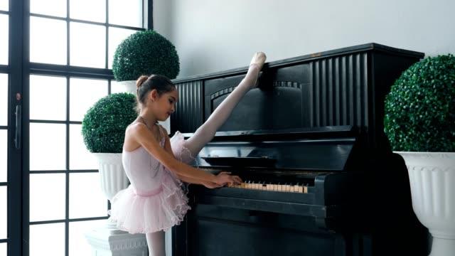 ballerinas girl stretching - ballet performance stock videos & royalty-free footage