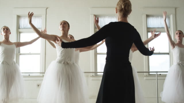ballerinas in a dance studio - en pointe stock videos and b-roll footage