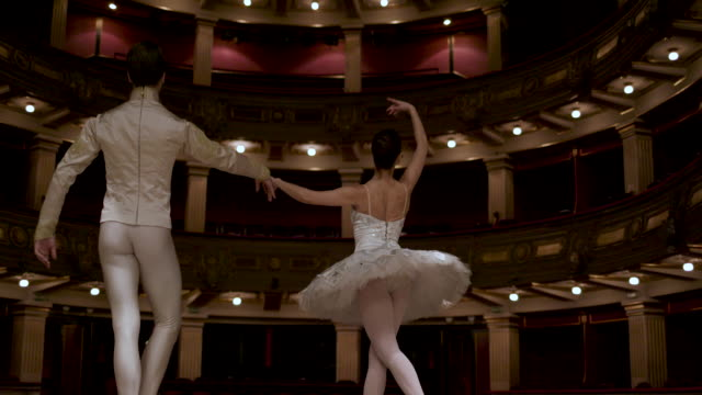 stockvideo's en b-roll-footage met ballerina's leven - theater