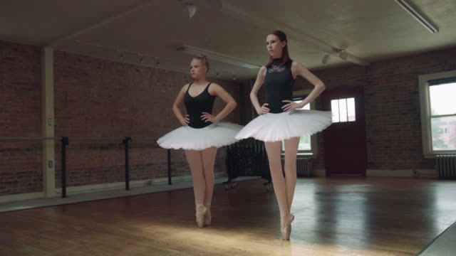 ballerinas on toes - relevé - collant video stock e b–roll