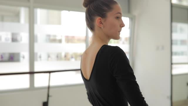 beginn ausbildung klasse ballerinas - gymnastikanzug stock-videos und b-roll-filmmaterial