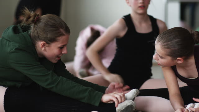 ballerinas stretching - dance studio stock videos & royalty-free footage