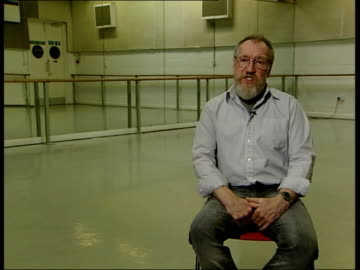 ballet based on einstein's theory of relativity; ray rivers interview sot - dance can be good at representing some ideas of physics/ this is not... - e=mc2 stock-videos und b-roll-filmmaterial