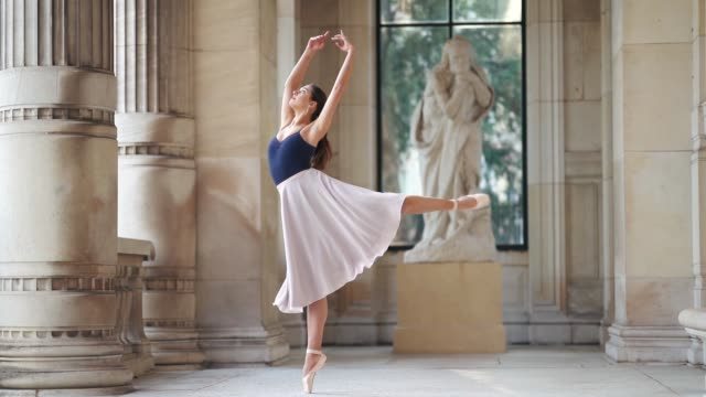 vídeos de stock e filmes b-roll de ballet dancer amanda derhy performs ballet dance moves wears a blue leotard a flowing skirt ballerina shoes on march 31 2019 in paris france - body de ginástica