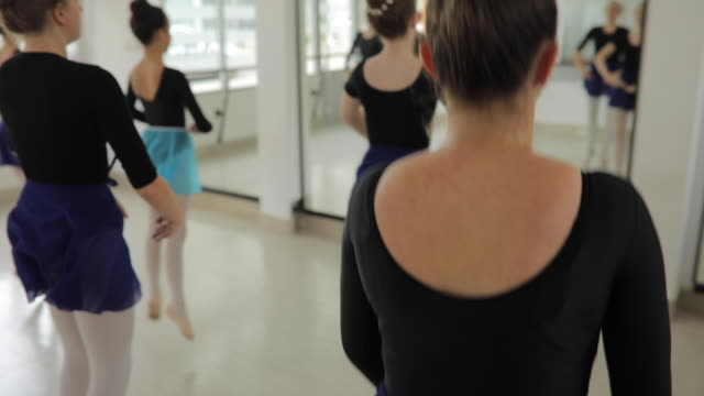 ballet dancers in studio practicing - small stock videos & royalty-free footage
