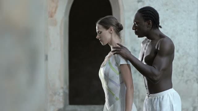 HD DOLLY: Ballet Dancers Performing Difficultés dans le couple